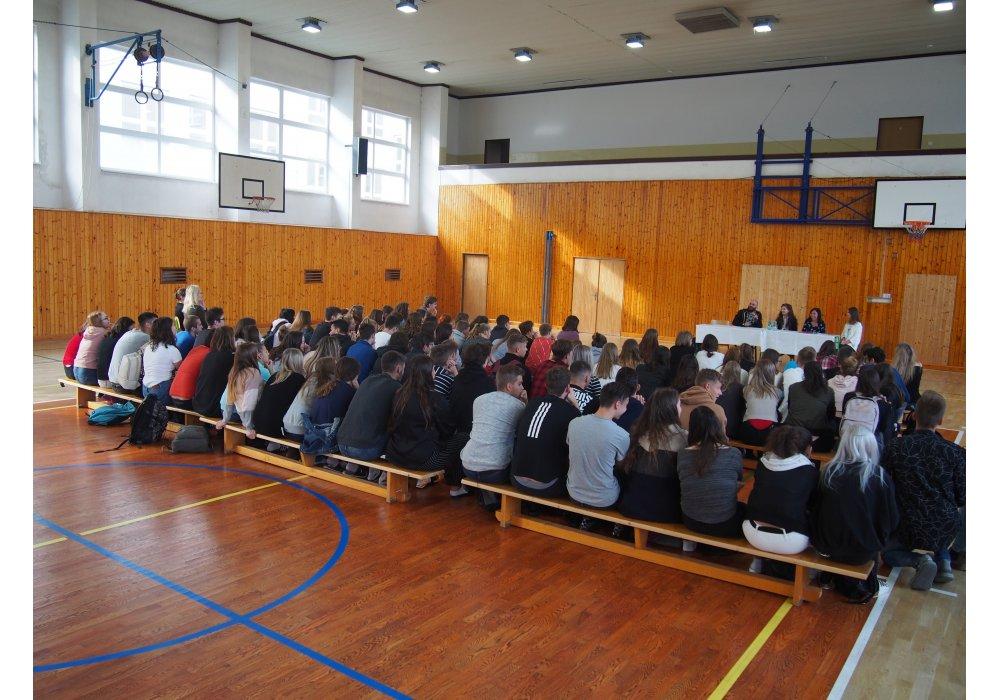 Kostelanski pred stovkou študentov v Senici - 0