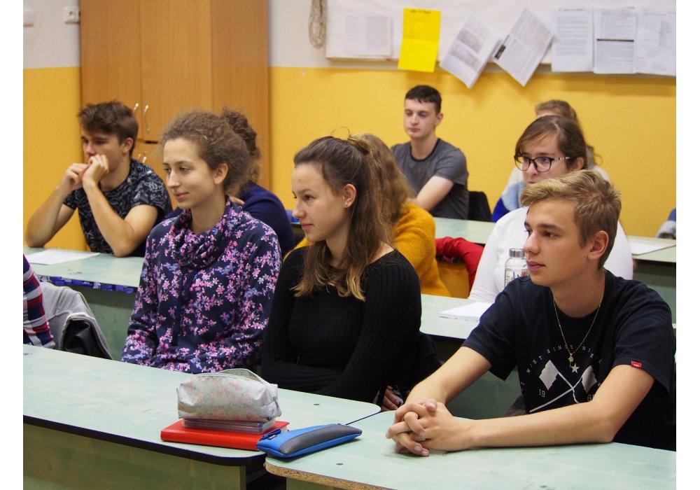 Denisa Fulmeková na besede CR v Malackách - 2