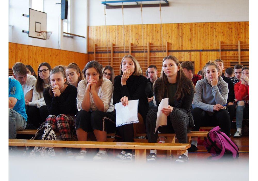 Kostelanski pred stovkou študentov v Senici - 2