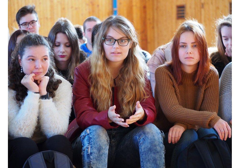 Kostelanski pred stovkou študentov v Senici - 3
