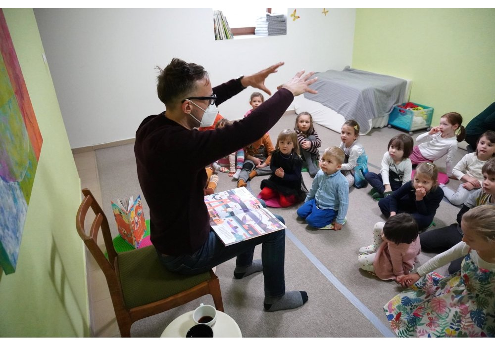 Michal Hvorecký a Slniečko s deťmi z Little Monkey - 0