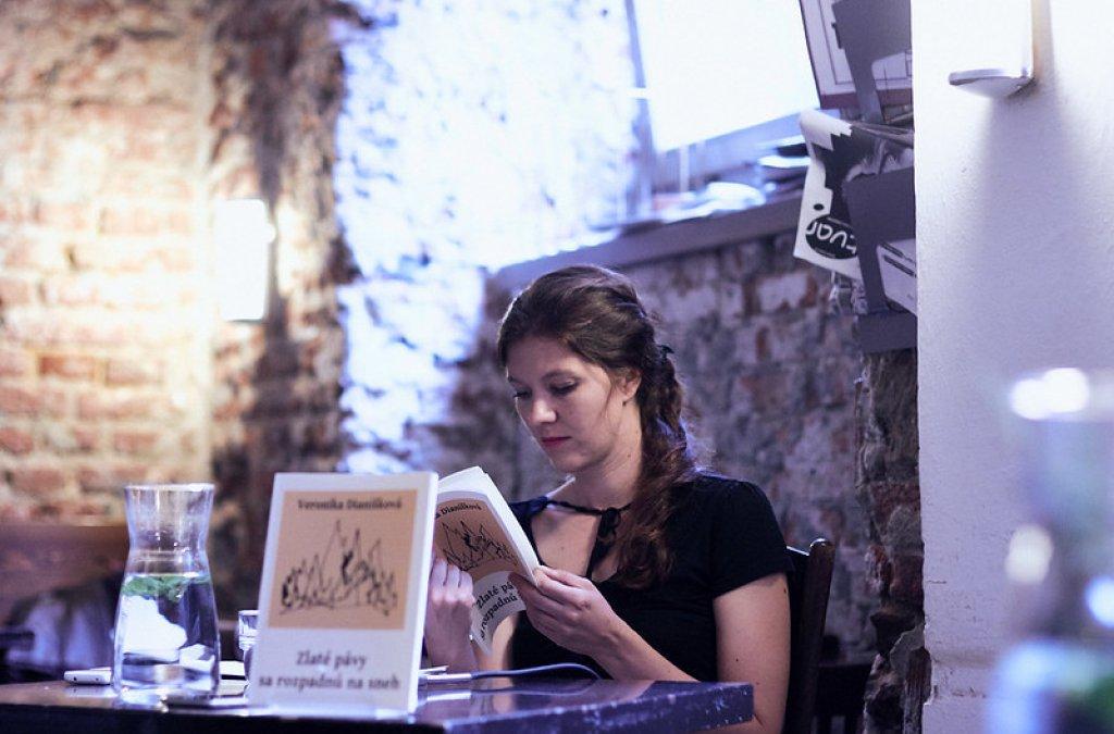 Veronika Dianišková v Café Fra