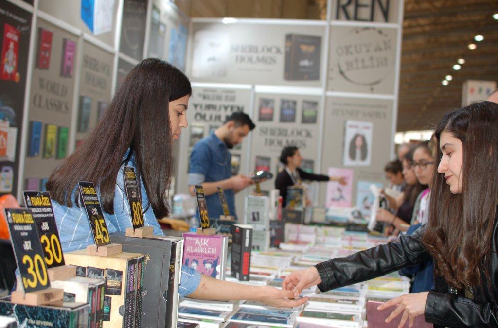 Turecký Izmir žil v apríli literatúrou