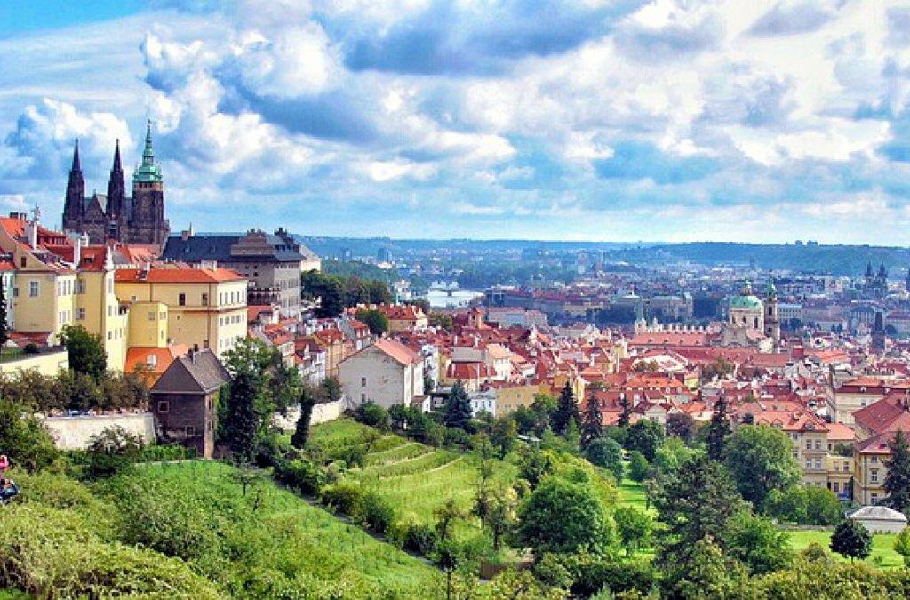 Reakcie na účasť Slovenska na veľtrhu Svet knihy Praha 2013