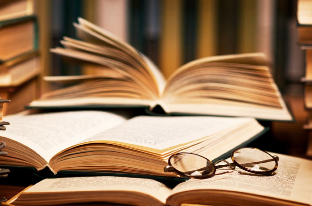 Knihy LIC so spisovateľmi a vianočnou zľavou